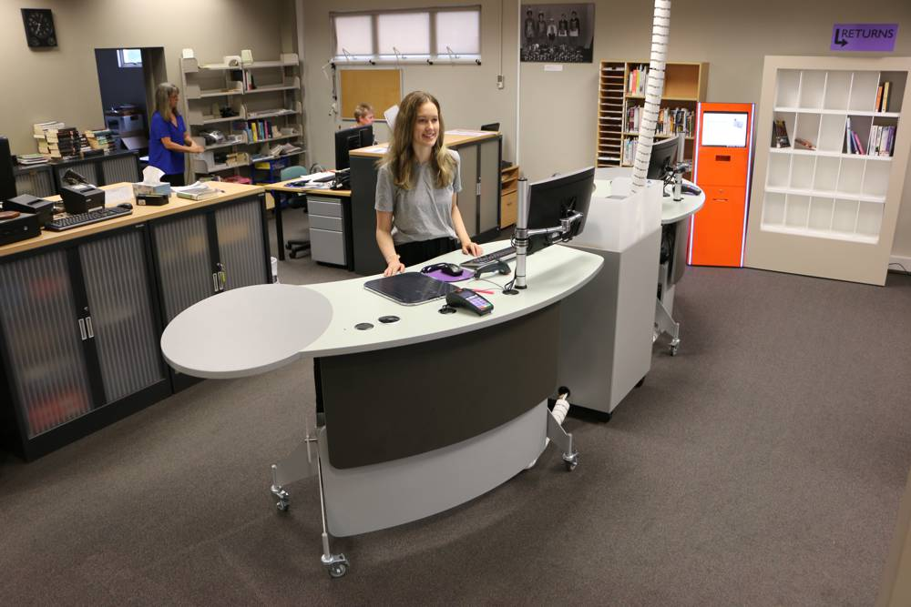 GLO 2000 Single Ovals (with the oval on the left and right hand sides), form an inviting circulation area with our CASH / EFTPOS Module, at Inglewood Library.