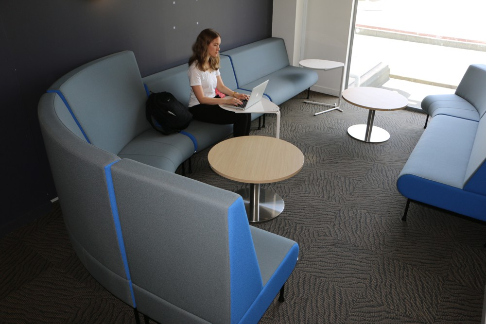 MEMPHIS Settees and MEMPHIS Radial Ottomans with high backrest, at The University of Auckland Faculty of Engineering. Seen here with SPARROW Tables and T4 LOW Tables.