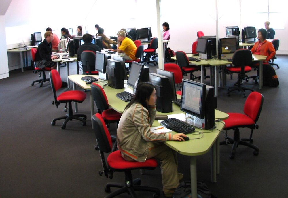 TAG 2.40 Task Chairs teamed with Socrates DELTA Computer Workstations at Lincoln University.