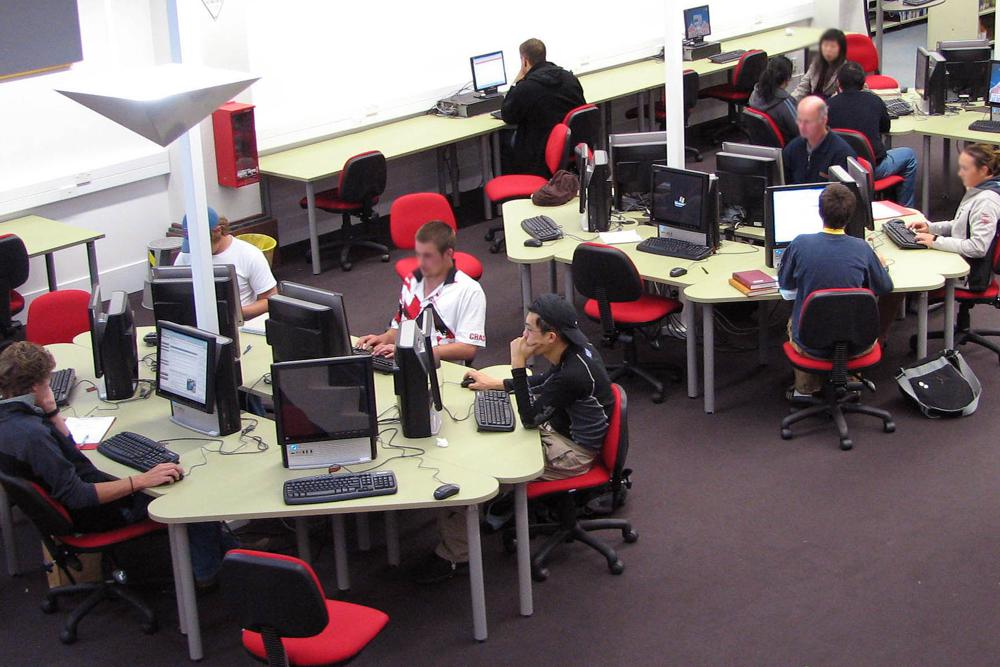 Socrates DELTA and Socrates STANDARD Workstations form collaborative pods, at Lincoln University.