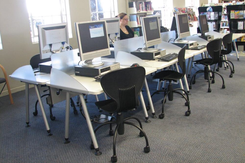 Socrates SPACE Computer Workstations fitted with FLICK screens and Cable Dump Trays at St Heliers Community Library