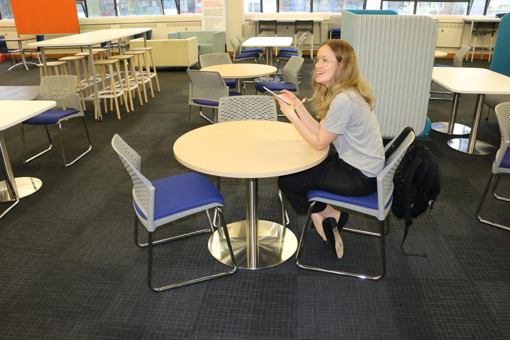 T5 ROUND Tables provide the ideal place to chat, eat, or work.