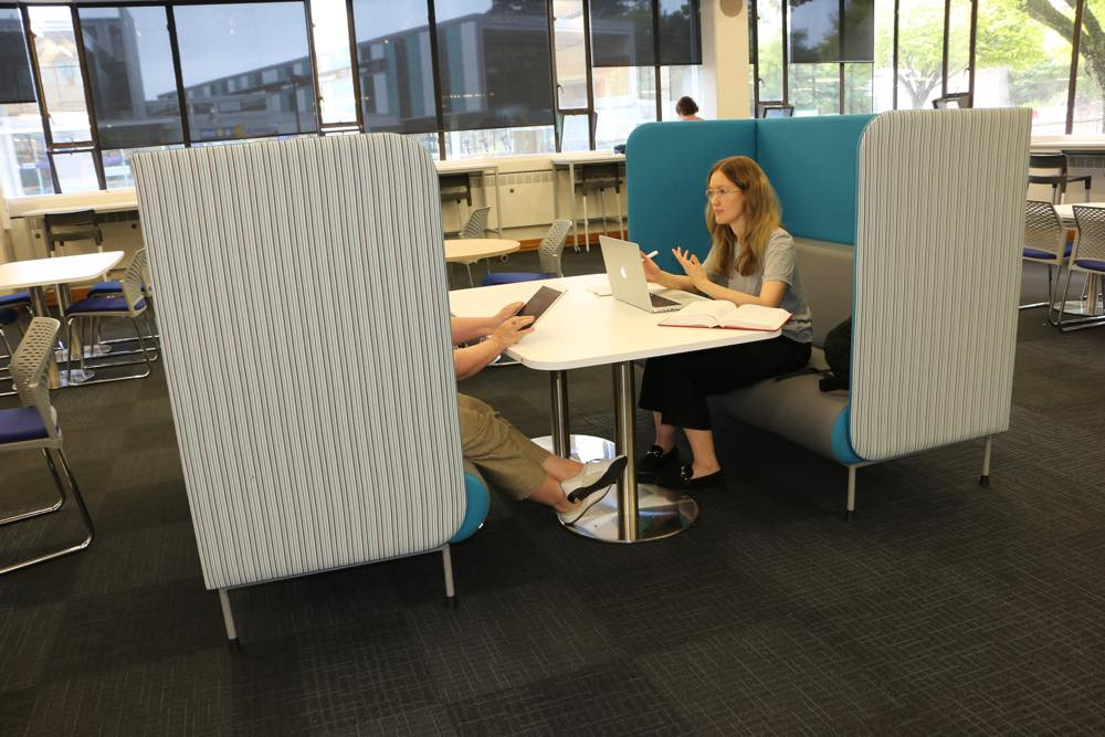 MEMPHIS Booths form a secluded hub with our roomy T7 RECTANGULAR Soft Form Table.