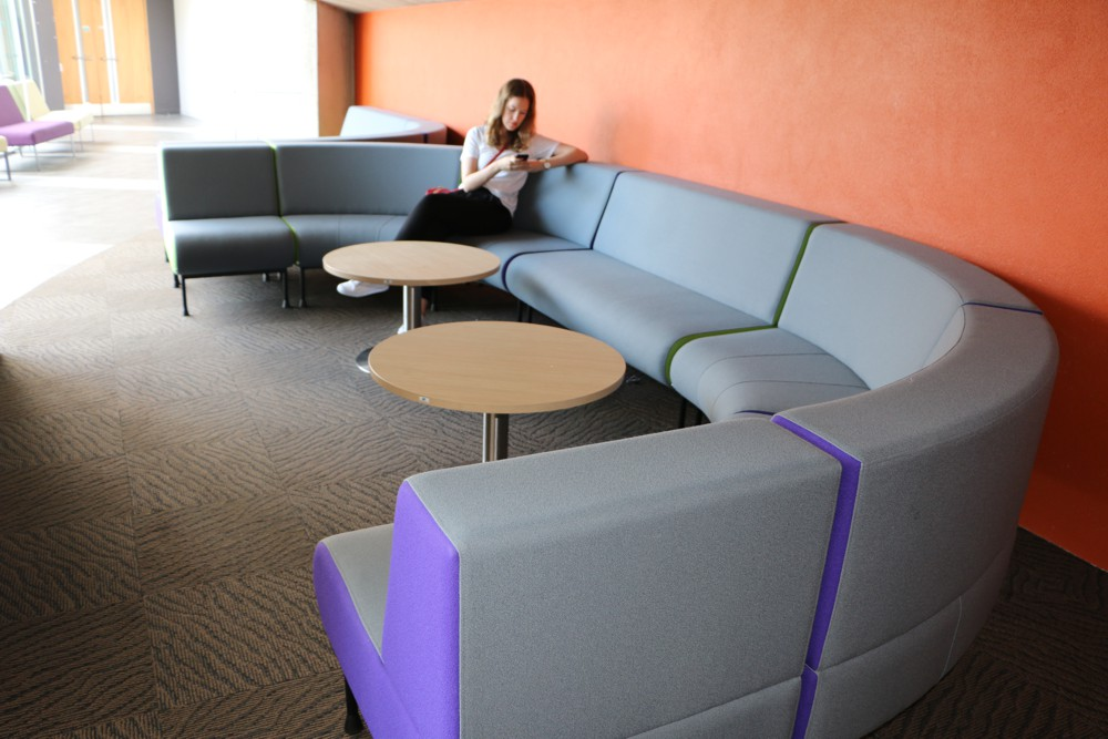 MEMPHIS seating modules combine to form comfortable bays.