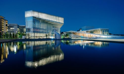 "Oslo's ""huge but intimate"" central library"